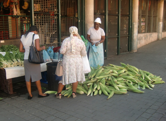 Selling maize at the taxi rank in Johannesburg