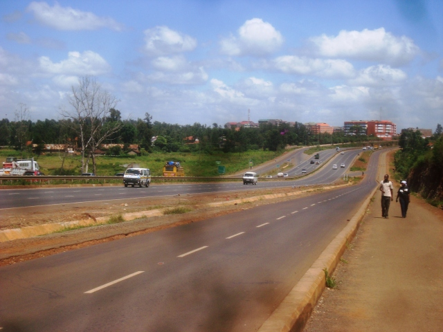 Thika Highway from Juja to Ruiru (© Renard Teipelke, 2013)