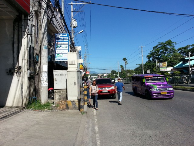 Life of a pedestrian in Davao: McArthur Highway
