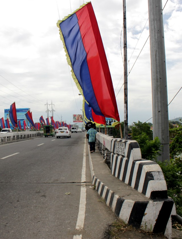 Equilibrium: main bridge of the city over the Davao River