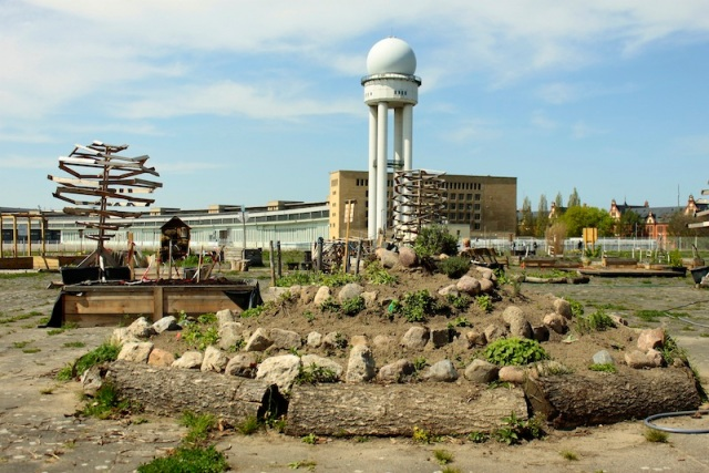 Temporary gardens at Tempelhofer Freiheit