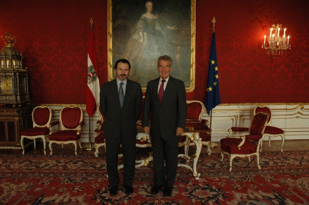 Simon Anholt together with the President of Austria Heinz Fischer.