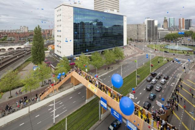 The crowdfunded Luchtensingesl Bridge in Rotterdam.